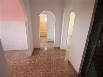Apartament 3 camere decomandate zona Mioritei.
