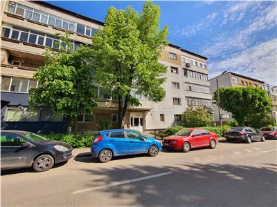 Chirie apartament 2 decomandate. str Ana Ipatescu, zona Piata Centrala